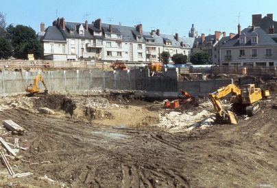 Chantier du parking souterrain Valin de la Vaissière en mai 1977. AM Blois.